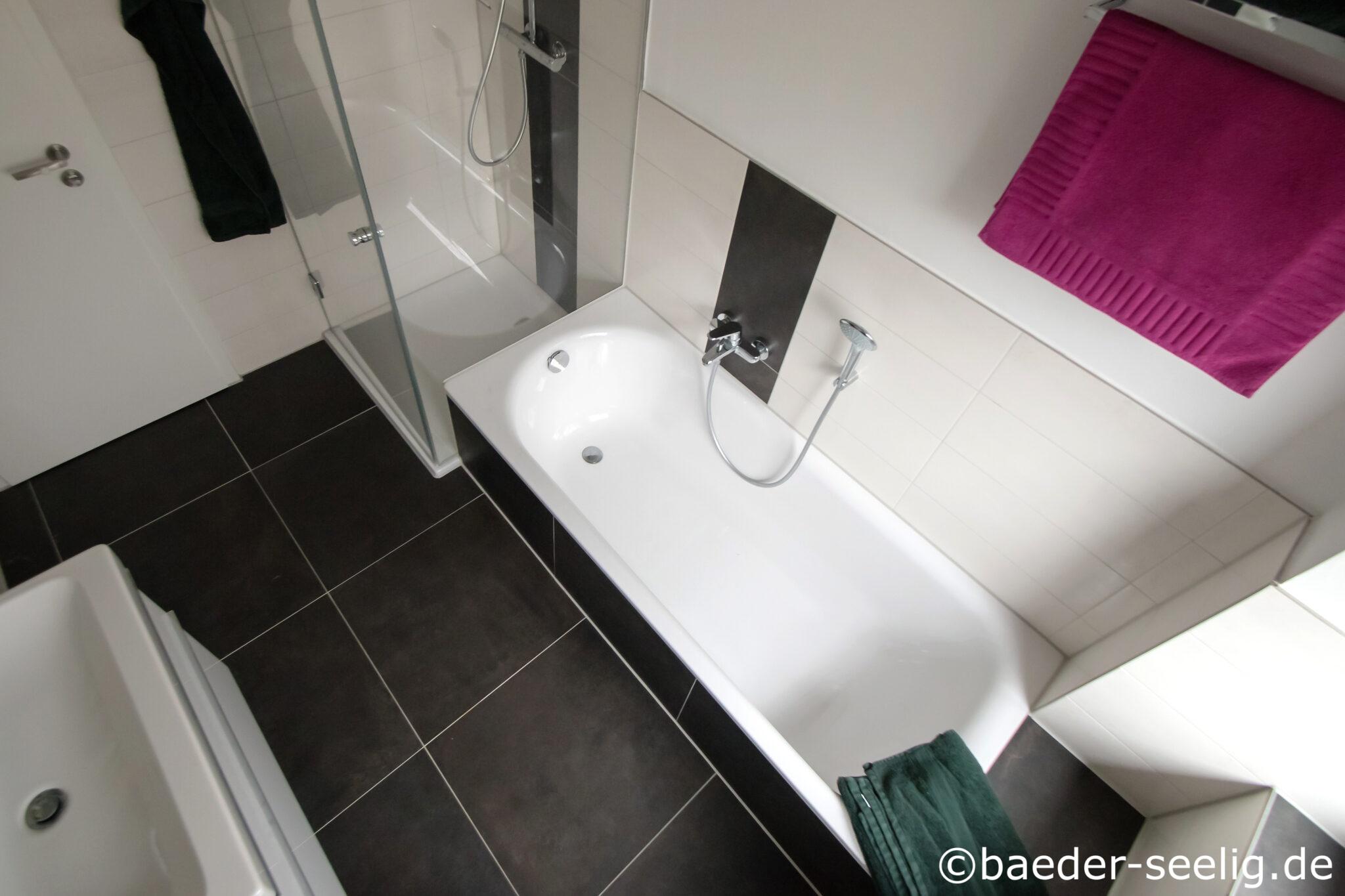 Badewanne und Dusche im 20 qm Bad   BÄDER SEELIG
