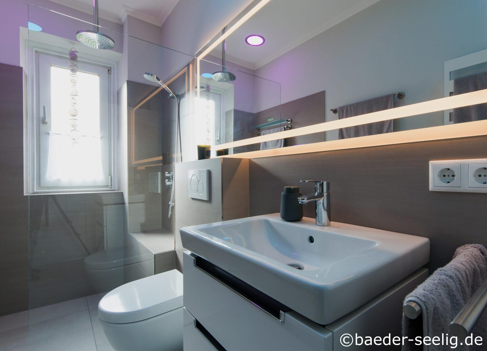 LED Lichtspiegel im kleinen Altbau- Bad