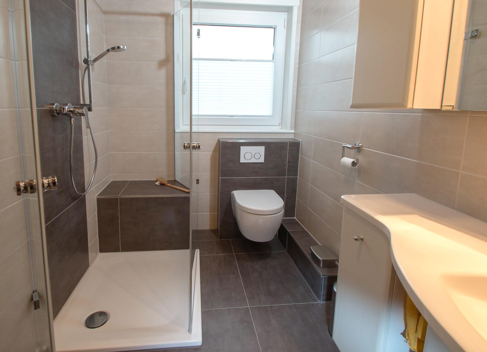 Dusche vorm Fenster   Beispiel und Ideen   BÄDER SEELIG