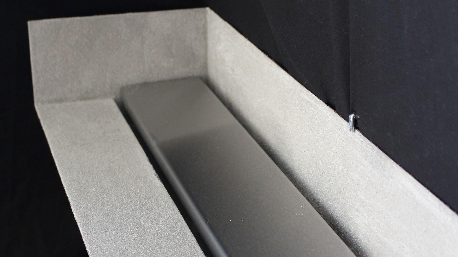 Abgebildet ist die robuste v4a edelstahl-duschrinne pro s. Diese reihenduschrinne hat einen über die gesamte laenge integrierten sandfang. Die hochwertige, langlebige abdeckung aus gebuerstetem v4a edelstahl ist sehr pflegeleicht.